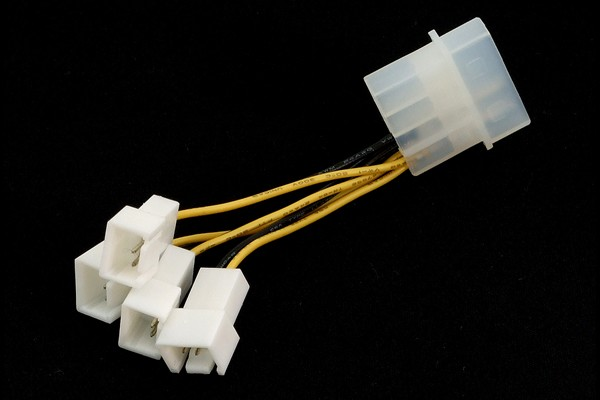 InLine® adaptor 4Pin (12V) to 4x 3Pin (12V)